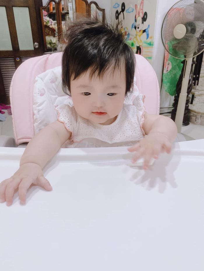 Đông Nhi 'chán ngán' vì con gái Winnie ham ăn: Biểu cảm 'nhất quyết no bụng' đáng yêu hết nấc! Ảnh 3
