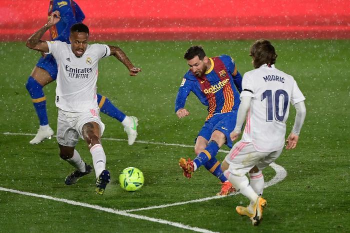 Messi lại không không ghi bàn, kiến tạo khi thiếu Ronaldo ở Siêu kinh điển Ảnh 3