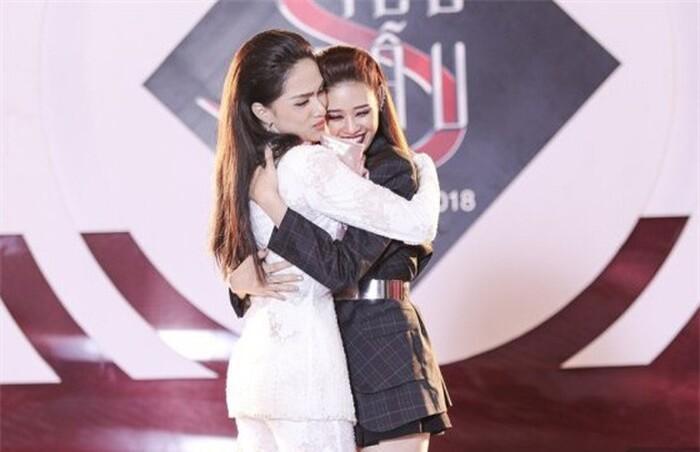 Khánh Vân: 'Tôi đam mê thi sắc đẹp, đầy tự hào khi đại diện Việt Nam tại Miss Universe 2020' Ảnh 11