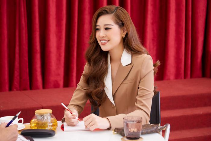 Khánh Vân: 'Tôi đam mê thi sắc đẹp, đầy tự hào khi đại diện Việt Nam tại Miss Universe 2020' Ảnh 2