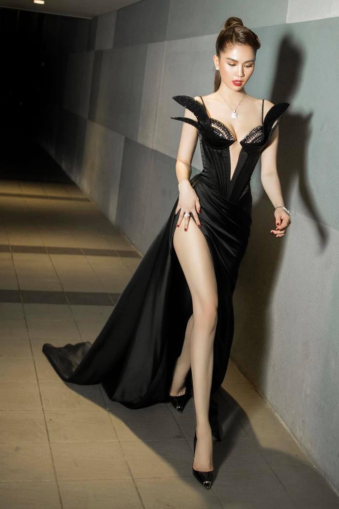 Ngọc Trinh 'bùng nổ' sắc đẹp khi diện váy xẻ cao, khoe ngực đầy Ảnh 2