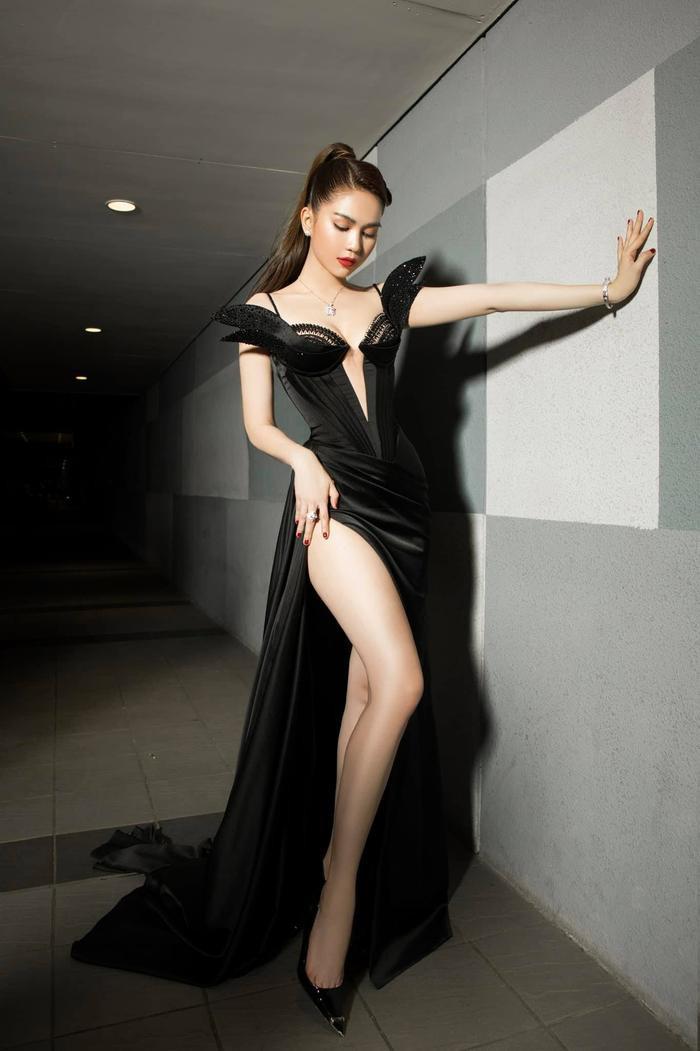 Ngọc Trinh 'bùng nổ' sắc đẹp khi diện váy xẻ cao, khoe ngực đầy Ảnh 4