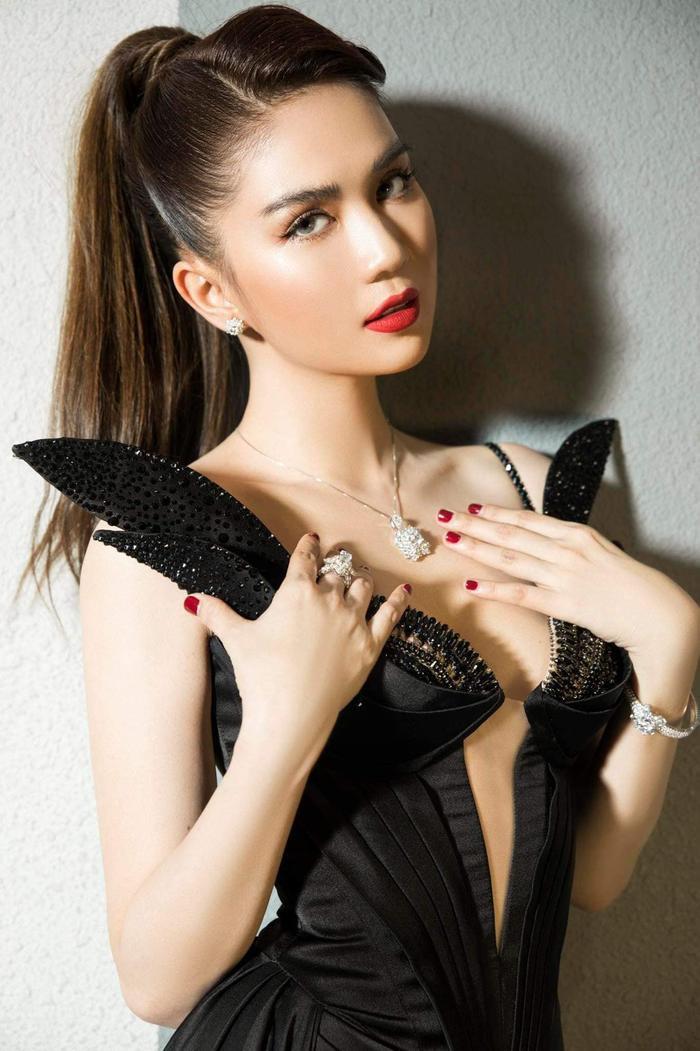 Ngọc Trinh 'bùng nổ' sắc đẹp khi diện váy xẻ cao, khoe ngực đầy Ảnh 6