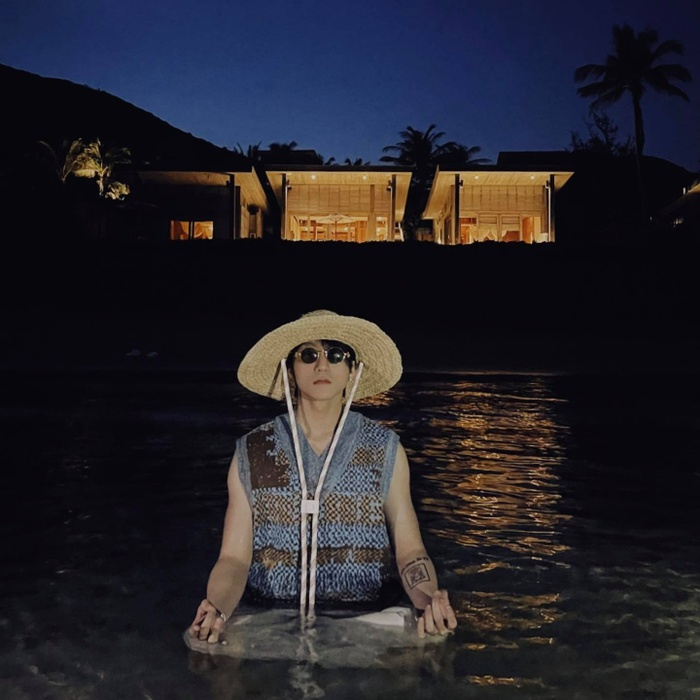 Lại đăng ảnh ngâm mình dưới nước giữa đêm, fan nửa 'khịa' nửa lo sức khỏe Sơn Tùng vì điều này Ảnh 6