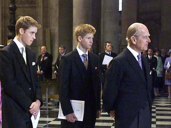 17 khoảnh khắc chứng minh Hoàng thân Philip chỉ là một người ông bình thường Ảnh 7