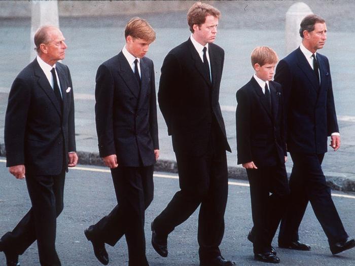 17 khoảnh khắc chứng minh Hoàng thân Philip chỉ là một người ông bình thường Ảnh 6