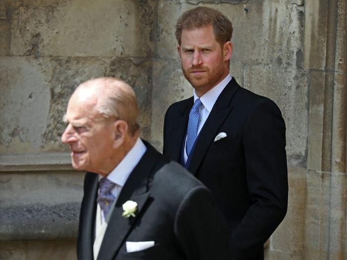 17 khoảnh khắc chứng minh Hoàng thân Philip chỉ là một người ông bình thường Ảnh 17
