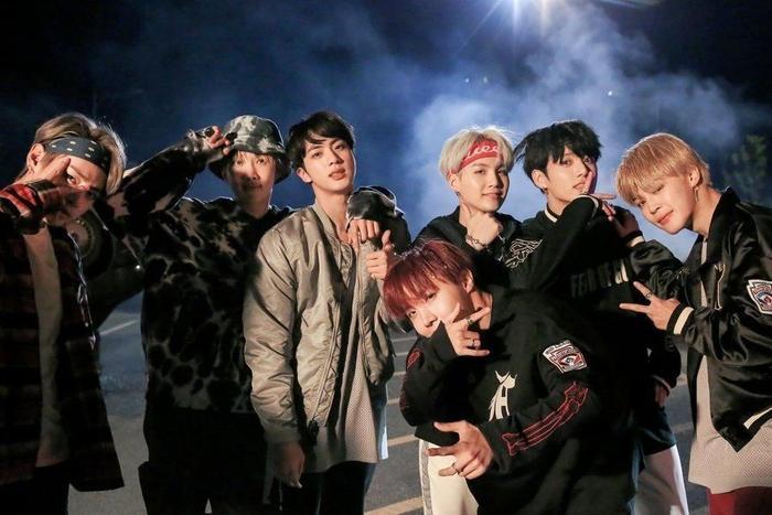 Không chịu thua 'Fake Love', 'MIC Drop' cũng lật đật rinh thành tích lượt xem mới cho BTS Ảnh 2