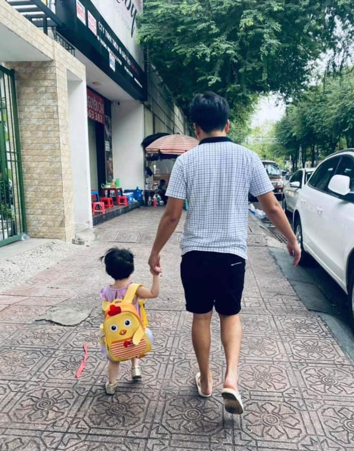 Công chúa nhà Nhã Phương phổng phao, ông bố nghiện con Trường Giang tập thể dục cực vui với bé Destiny Ảnh 1