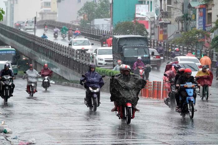Mưa lớn ở trung tâm TP HCM, ngày mai nhiệt độ Hà Nội có thể lên tới 31 độ C Ảnh 1