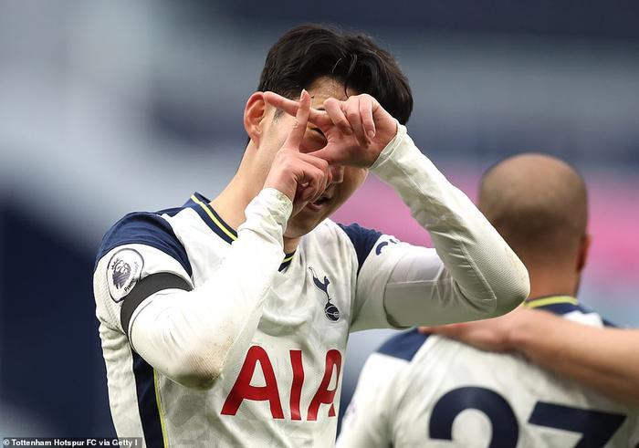MU ngược dòng hạ Tottenham, kiên trì bám đuổi Man City Ảnh 1