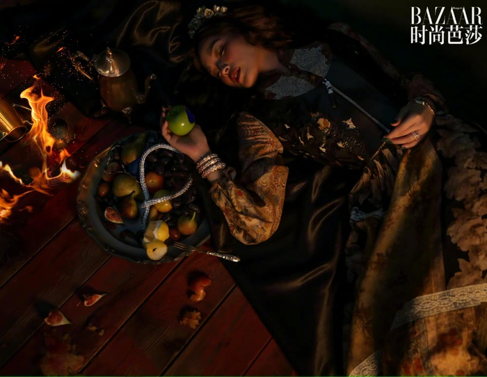 'Quả bom gợi cảm' Thư Kỳ đẹp như công chúa trong cổ tích trên bìa Harper's Bazaar Ảnh 7