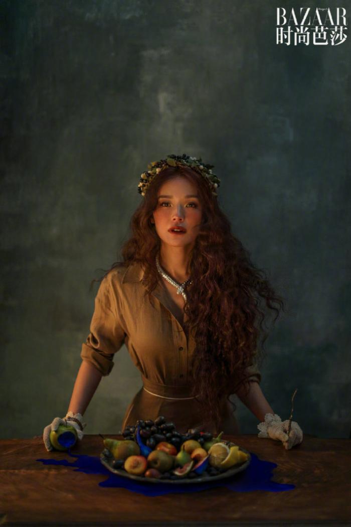 'Quả bom gợi cảm' Thư Kỳ đẹp như công chúa trong cổ tích trên bìa Harper's Bazaar Ảnh 3
