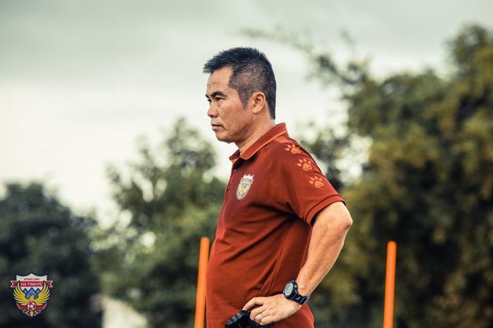 Hồng Lĩnh Hà Tĩnh chia tay 'Mourinho Việt Nam' Ảnh 1