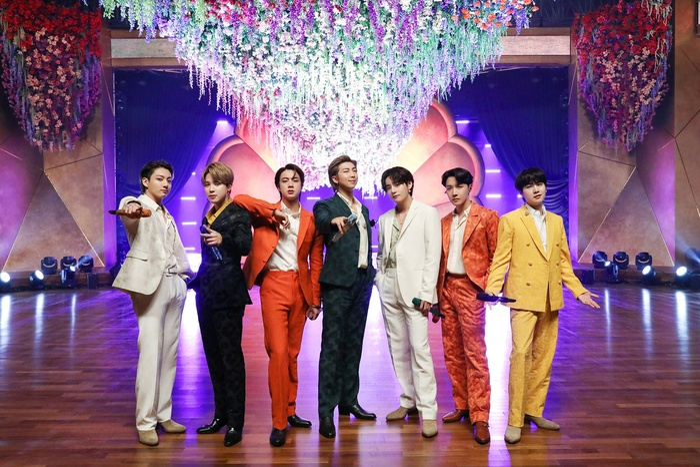 'Dynamite' (BTS) trở thành MV bởi nhóm nhạc Kpop đạt 1 tỷ view nhanh nhất Youtube Ảnh 5