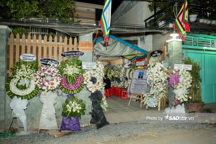 Cát Tường, Tấn Beo cùng nhiều sao Việt đến chia buồn tại đám tang bố ruột Hiếu Hiền Ảnh 1