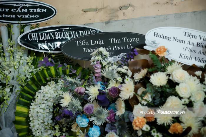 Cát Tường, Tấn Beo cùng nhiều sao Việt đến chia buồn tại đám tang bố ruột Hiếu Hiền Ảnh 18