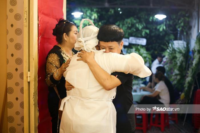 Cát Tường, Tấn Beo cùng nhiều sao Việt đến chia buồn tại đám tang bố ruột Hiếu Hiền Ảnh 13