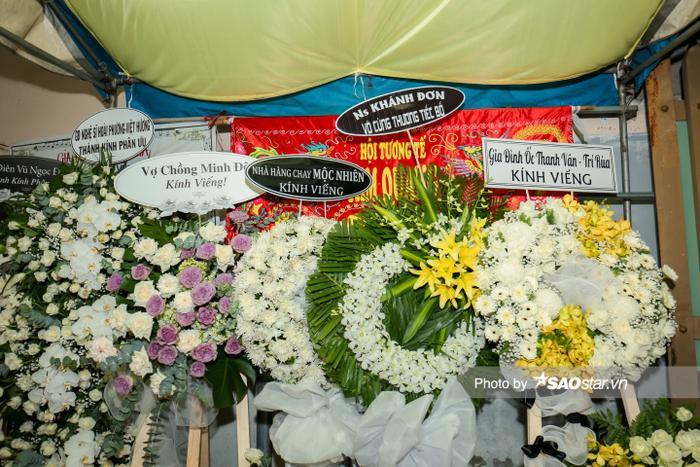Cát Tường, Tấn Beo cùng nhiều sao Việt đến chia buồn tại đám tang bố ruột Hiếu Hiền Ảnh 19