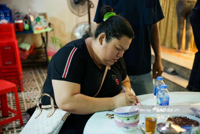 Cát Tường, Tấn Beo cùng nhiều sao Việt đến chia buồn tại đám tang bố ruột Hiếu Hiền Ảnh 8