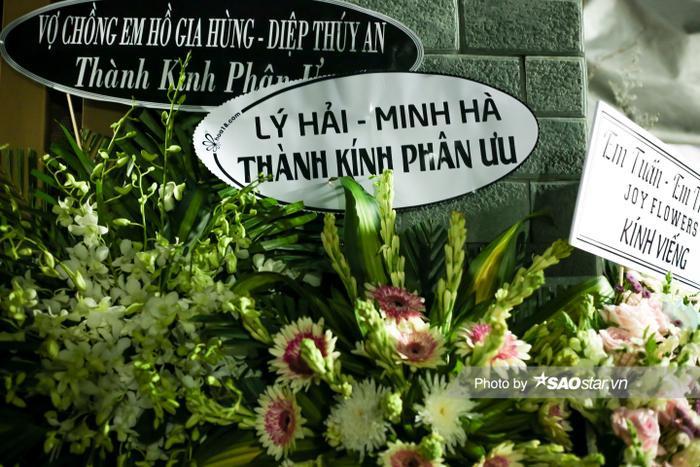 Cát Tường, Tấn Beo cùng nhiều sao Việt đến chia buồn tại đám tang bố ruột Hiếu Hiền Ảnh 17