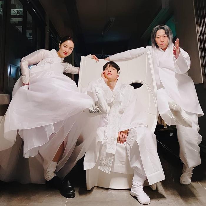Song Joong Ki khoe nhan sắc đẹp như hoa ở tuổi 37, nên tái xuất với phim cổ trang như 'Sungkyunkwan' Ảnh 10