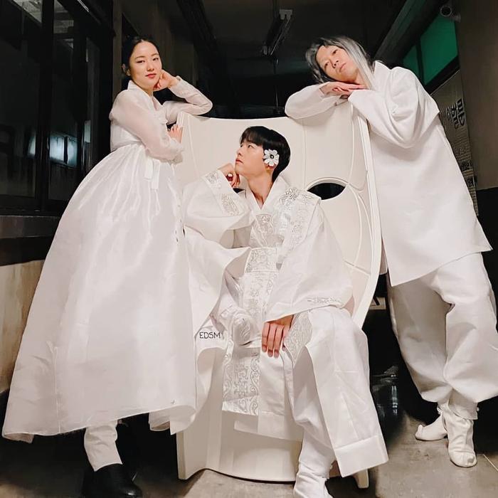 Song Joong Ki khoe nhan sắc đẹp như hoa ở tuổi 37, nên tái xuất với phim cổ trang như 'Sungkyunkwan' Ảnh 8