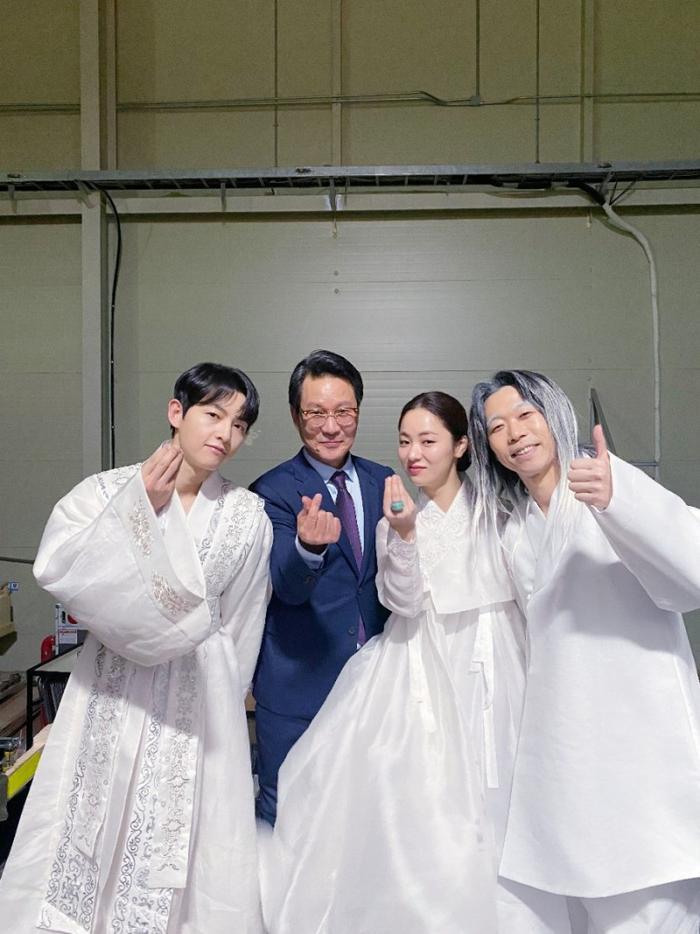 Song Joong Ki khoe nhan sắc đẹp như hoa ở tuổi 37, nên tái xuất với phim cổ trang như 'Sungkyunkwan' Ảnh 7
