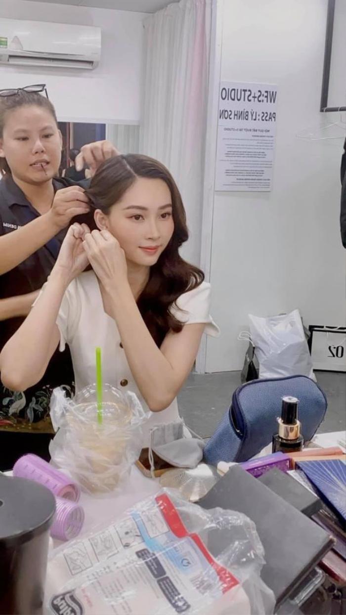Hoa hậu Đặng Thu Thảo mãn nhãn fan với nhan sắc 'thần tiên tỉ tỉ' qua camera thường Ảnh 2