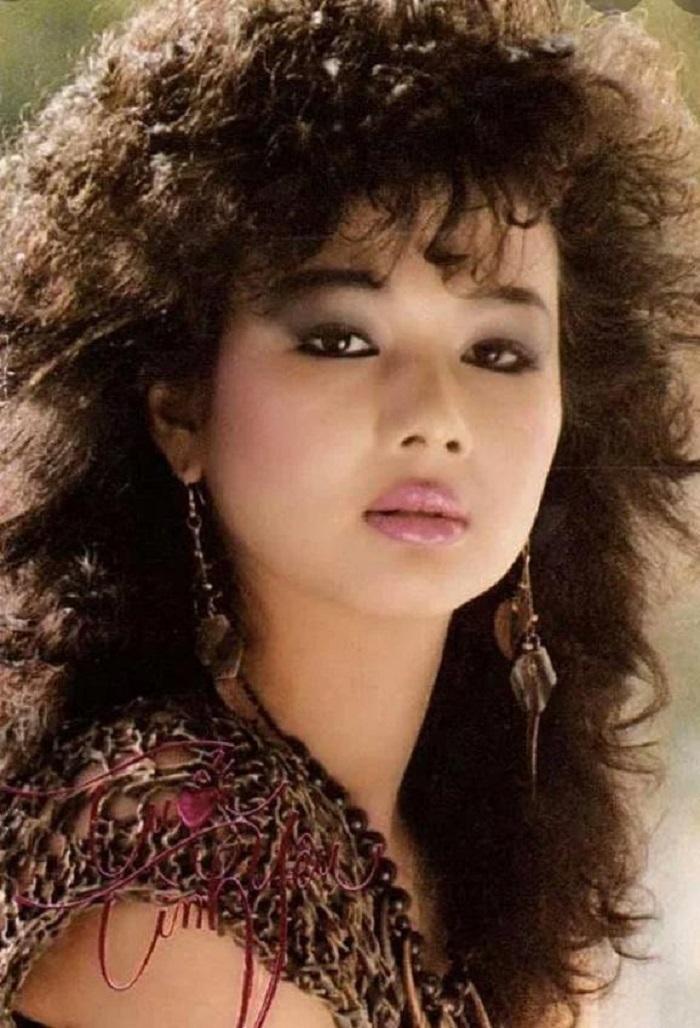 Phản ứng bất ngờ của ca sĩ Kim Ngân khi nhìn lại hình ảnh mình thời trẻ