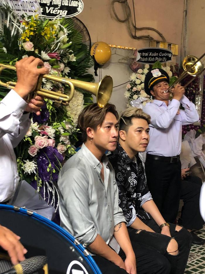 Nhiều sao Việt có mặt tại lễ tang nghệ sĩ Đức Lang, Hiếu Hiền thất thần trong thời khắc cuối cùng bên bố Ảnh 4