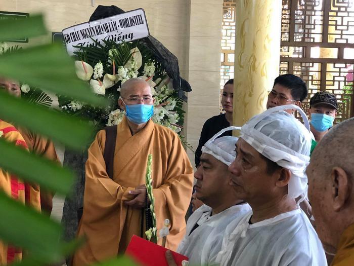 Diễn viên Hiếu Hiền khóc nghẹn bên linh cữu nghệ sĩ Đức Lang trong thời khắc cuối cùng ở cạnh bố Ảnh 9