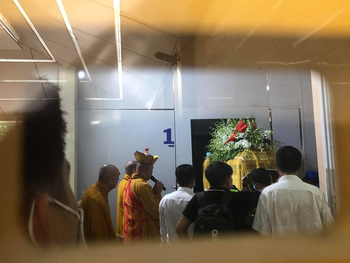 Diễn viên Hiếu Hiền khóc nghẹn bên linh cữu nghệ sĩ Đức Lang trong thời khắc cuối cùng ở cạnh bố Ảnh 14