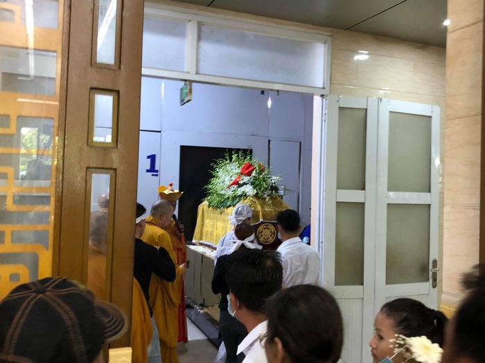 Diễn viên Hiếu Hiền khóc nghẹn bên linh cữu nghệ sĩ Đức Lang trong thời khắc cuối cùng ở cạnh bố Ảnh 13