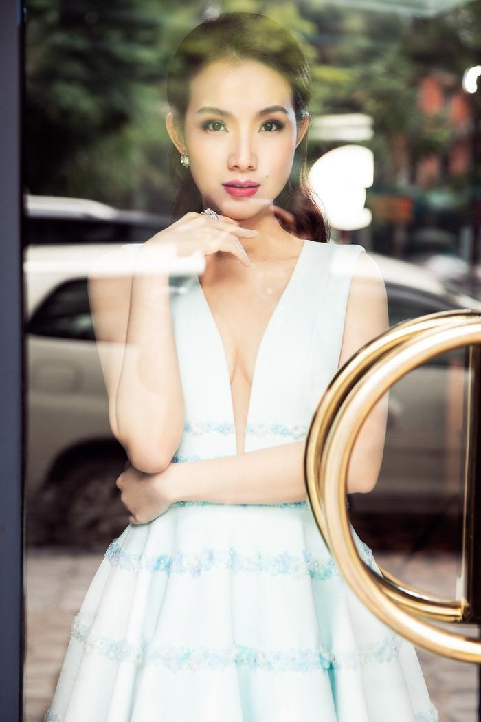 Con gái hoa hậu Thùy Lâm chiếm hết spotlight khi lọt vào livestream của mẹ Ảnh 1