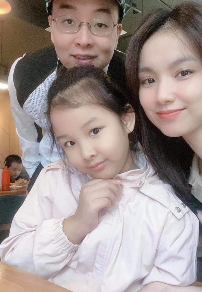 Con gái hoa hậu Thùy Lâm chiếm hết spotlight khi lọt vào livestream của mẹ Ảnh 5
