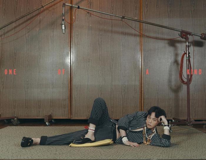 Sơn Tùng tiếp tục bị soi điểm giống nhau với G-Dragon trong poster 'Muộn rồi sao mà còn' Ảnh 2