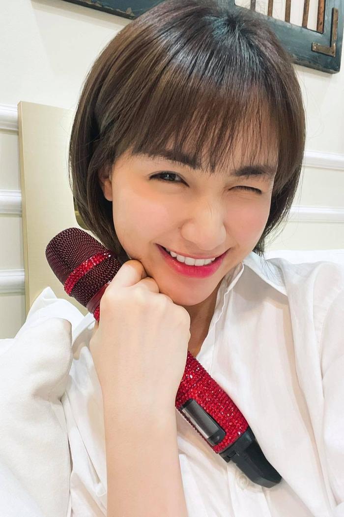 Hòa Minzy ghi điểm trong mắt khán giả với hành động tuyệt vời này khi đang biểu diễn Ảnh 2