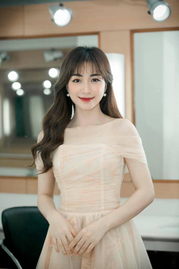 Hòa Minzy ghi điểm trong mắt khán giả với hành động tuyệt vời này khi đang biểu diễn Ảnh 5