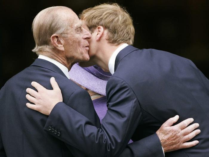 Hoàng gia tách hoàng tử William và Harry trong đám tang của Hoàng thân Philip Ảnh 1