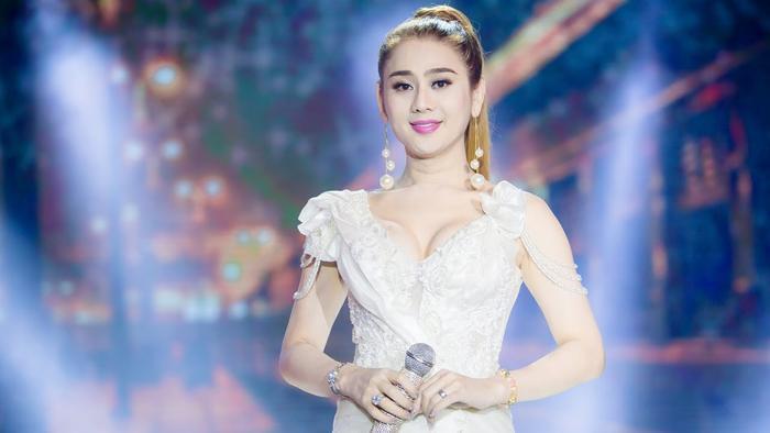 Khán giả hoang mang khi Lâm Khánh Chi tiết lộ bị hư giọng, không thể hát tiếp Ảnh 2