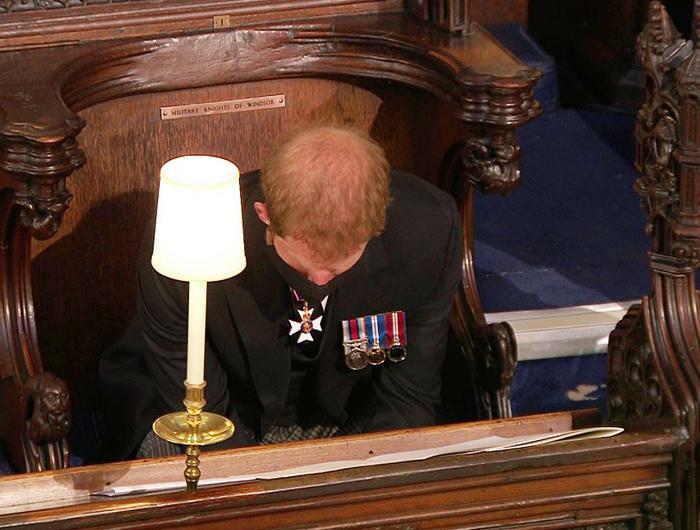 Nữ hoàng ngồi một mình, Thái tử Charles rơi lệ trong giây phút tiễn biệt Hoàng thân Philip Ảnh 6