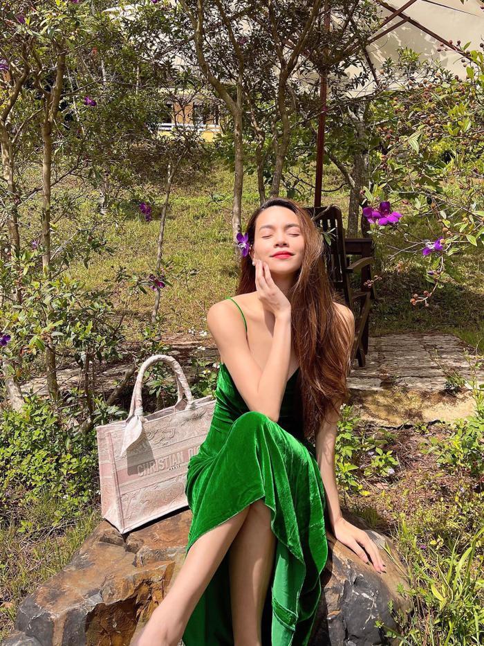 'Trốn chạy' bố con Kim Lý - Lisa - Leon, Hà Hồ xinh đẹp bất chấp với dép bệt đơn giản Ảnh 1