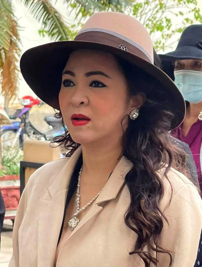 Vợ đại gia Dũng 'lò vôi' chửi 'đám nghệ sĩ', Trang Trần bức xúc đáp trả: 'Nghệ sĩ đâu có xin tiền cô?' Ảnh 3