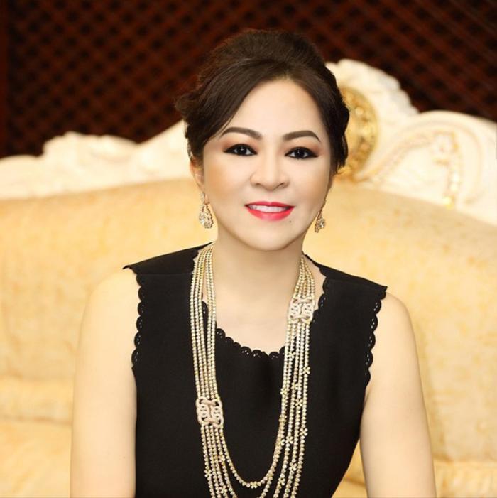 Vợ đại gia Dũng 'lò vôi' chửi 'đám nghệ sĩ', Trang Trần bức xúc đáp trả: 'Nghệ sĩ đâu có xin tiền cô?' Ảnh 1