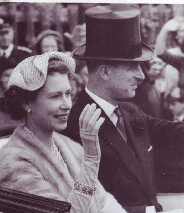 Nữ hoàng âm thầm dùng trang sức để bày tỏ tình cảm với Hoàng thân Philip Ảnh 4