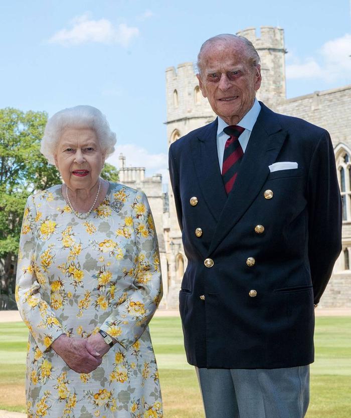 Nữ hoàng âm thầm dùng trang sức để bày tỏ tình cảm với Hoàng thân Philip Ảnh 6
