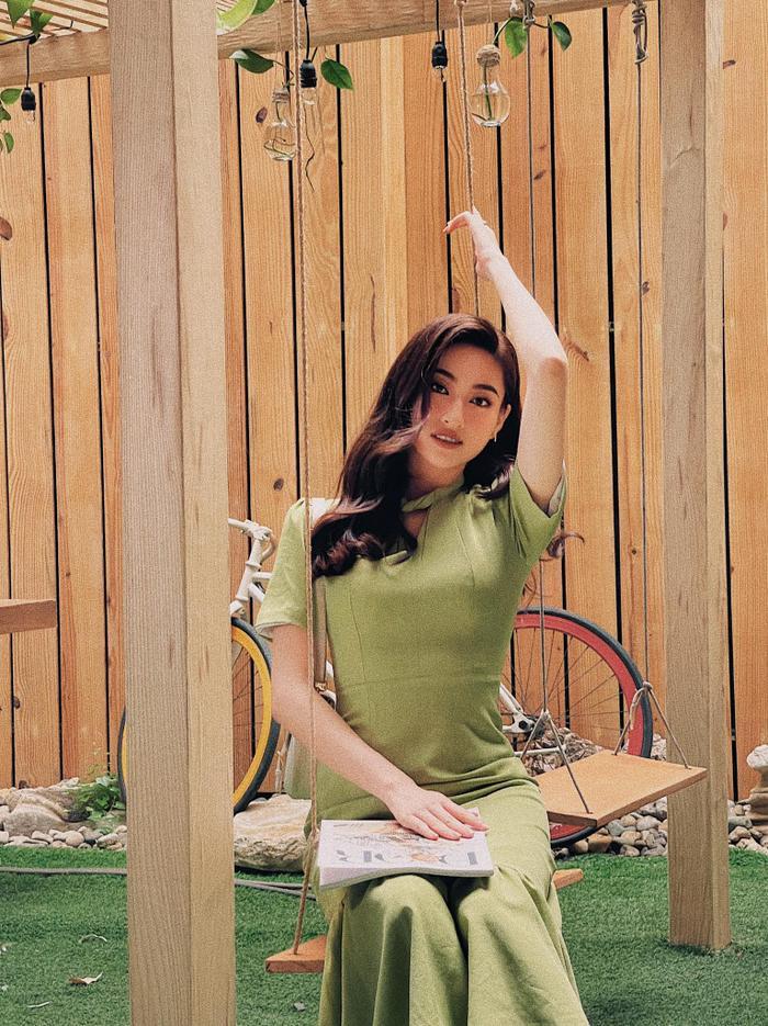 Hết khoe body gợi cảm, Lương Thùy Linh 'kín cổng cao tường' nhưng thần thái bén ngót khiến fan thán phục Ảnh 4