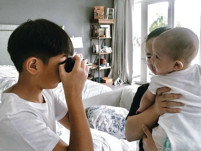 Hà Hồ háo hức khoe thành quả Subeo chụp ảnh 2 em sinh đôi: 'Out nét' nhưng ngập tràn tình cảm Ảnh 1