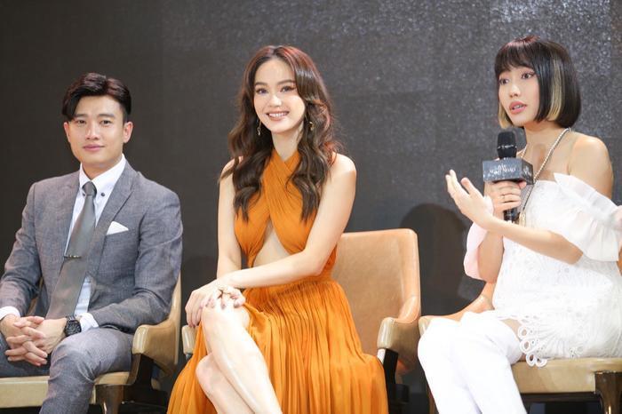 Fan soi loạt ảnh 'tình bể bình' của Minh Hằng và Quốc Trường: Trong đôi mắt anh, em là tất cả? Ảnh 3